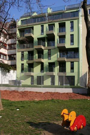 Wohnbau in Haselnuss-Pistazie - Gartenfront