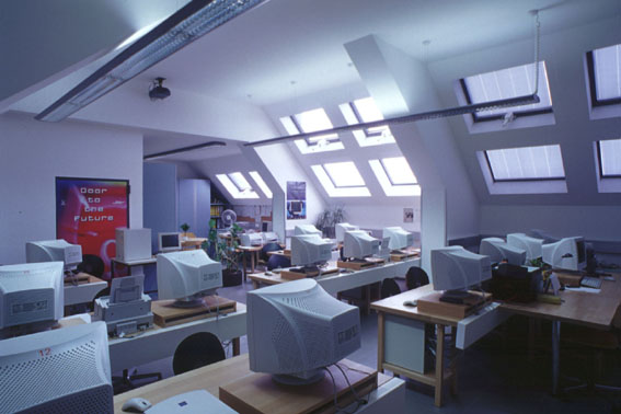 BG Babenbergerring Dachgeschoß - EDV-Klasse