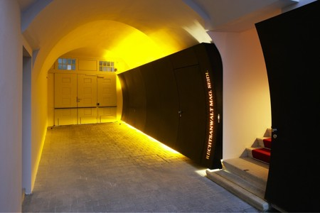 Office for Lawyer Seidl - illuminated gateway