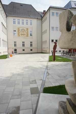 Schulhof Babenbergerring Skulpturen